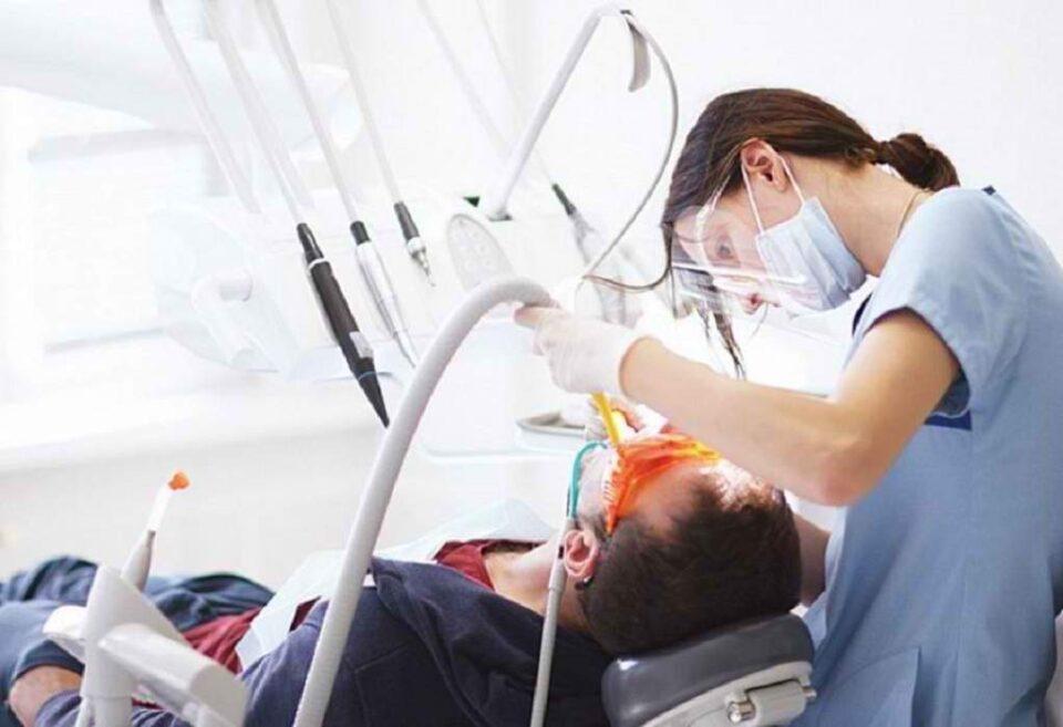 laiki-syspeirosi-odontiatroi-embolio