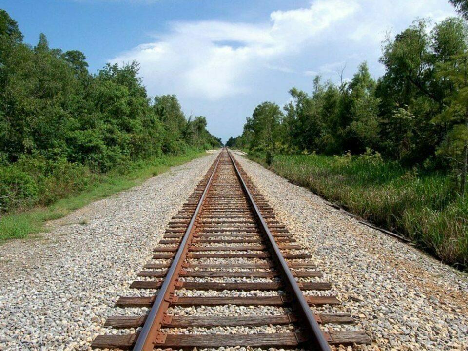 treno-stin-peloponniso